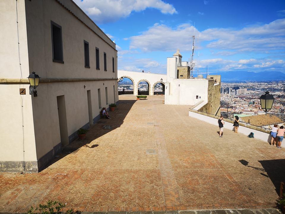 Castel Sant'elmo spiazzato