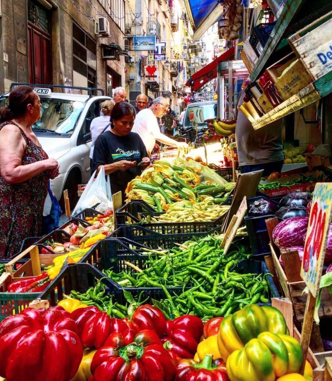 Mercato dei quartieri Spagnoli