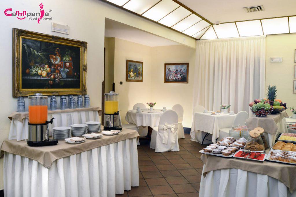 grand-hotel-europa-napoli-breakfast-sala campaniafoodetravel