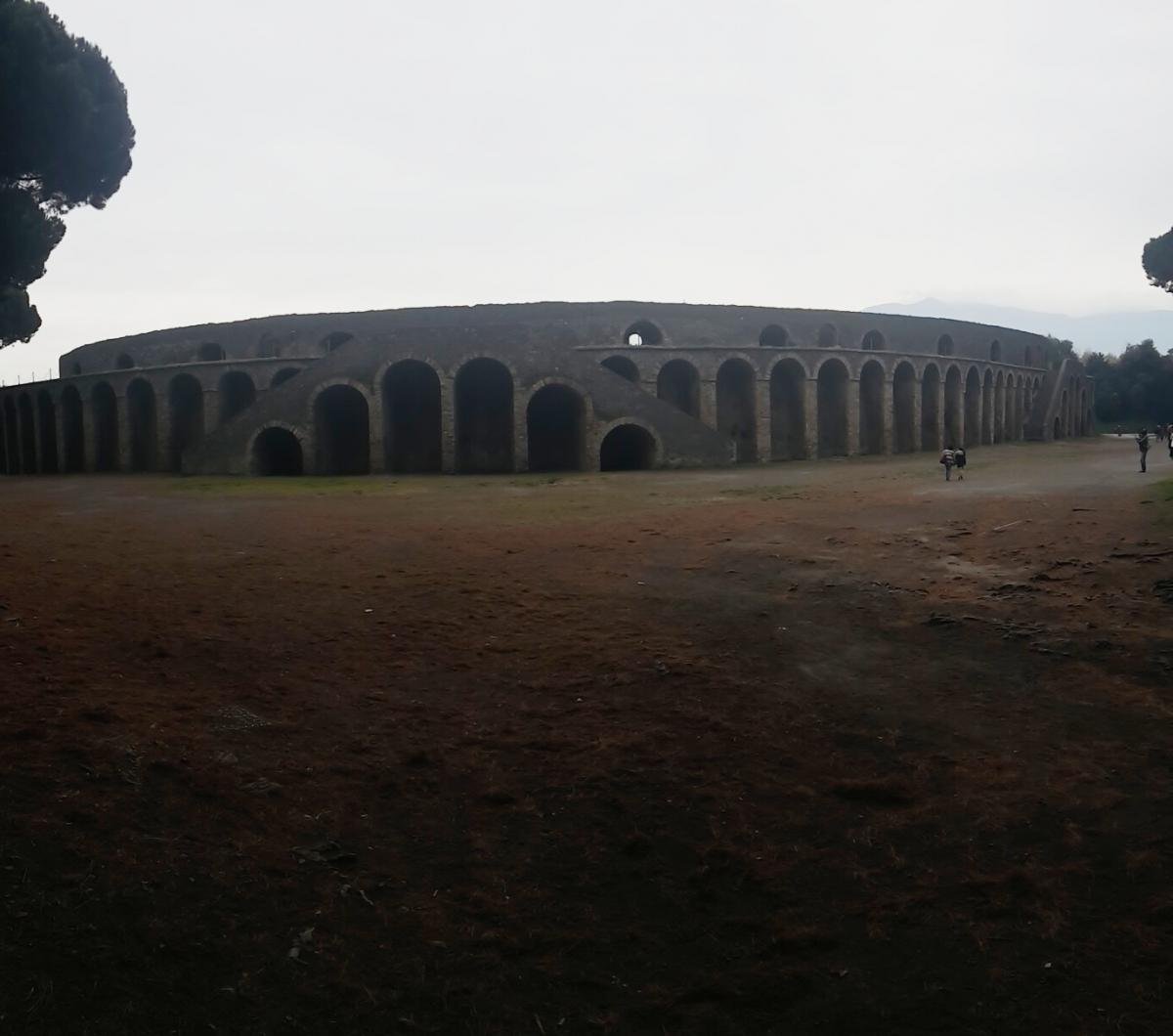 pompei_campaniafoodetravel_anfiteatro