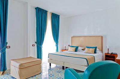 JuniorSuite-interni-mediterranea-hotel cfet