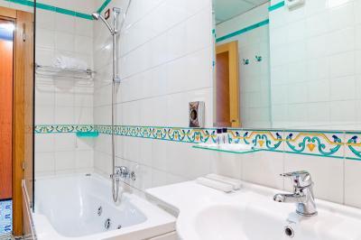 JuniorSuite-toilette-mediterranea-hotel campaniafoodetravel