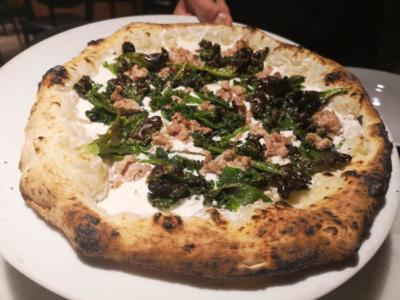 Pizza Salsiccia e Friarielli Fratelli Salvo Campaniafoodetravel