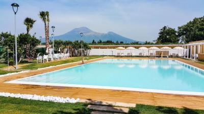 bosco-dei-medici-piscina campaniafoodetravel