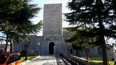 casalbore-torre-normanna-esterno campaniafoodetravel